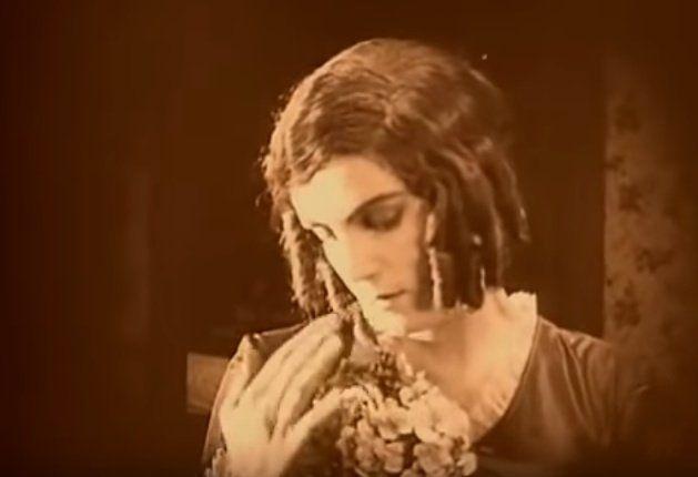 Nosferatu-acariciar-las-flores